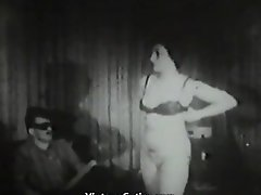 Woman With Big Tits Deepthroats On Her Casting (1950s Antique)