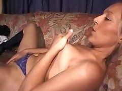 Pretty Lady Uses A Vibrator On Herself